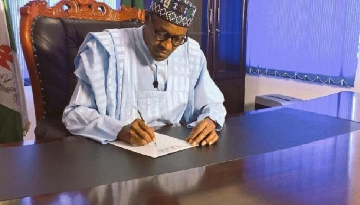 """Buhari Submits 2017 Draft Budget To Senate With """"Exchange Rate of N290/$1"""""""