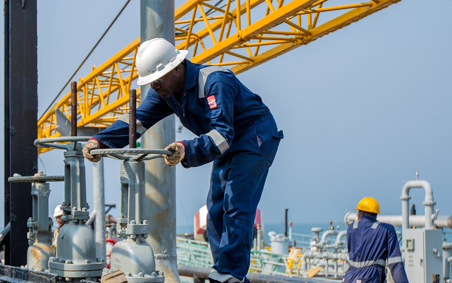 Crude Oil worker, OPEC, oil prices, Bulls hit back to support US crude oil amid panic sell- offs in global equity markets, Nigeria's local oil players smashed by low crude oil prices