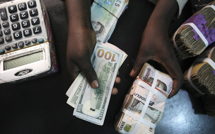 FOREX, Dollar scarcity worsens as exchange rate falls to N472/$1 at black market