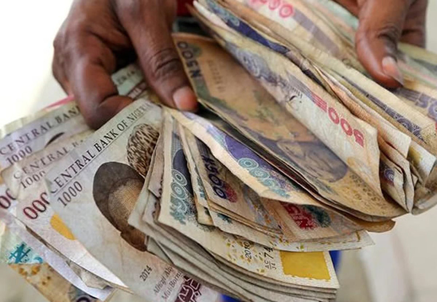Naira crashes further at the parallel market due to dollar scarcity, lowest since 2017, Naira drops to N454, foreign investors and importers struggle for dollars