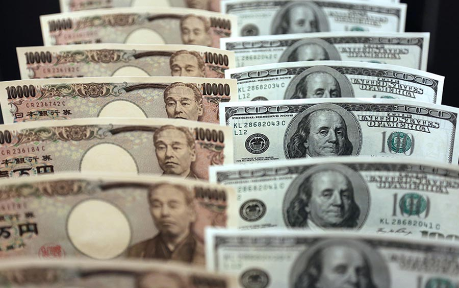 Dollar and yen gain over Covid-19 panic and economic outlook