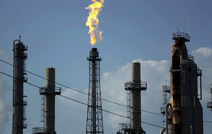 Oil plunges as worries over demand outweigh tighter supply