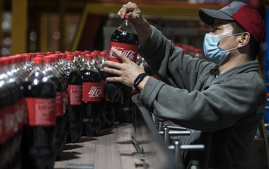 Coca Cola revenues drops, but the Stock is good to buy