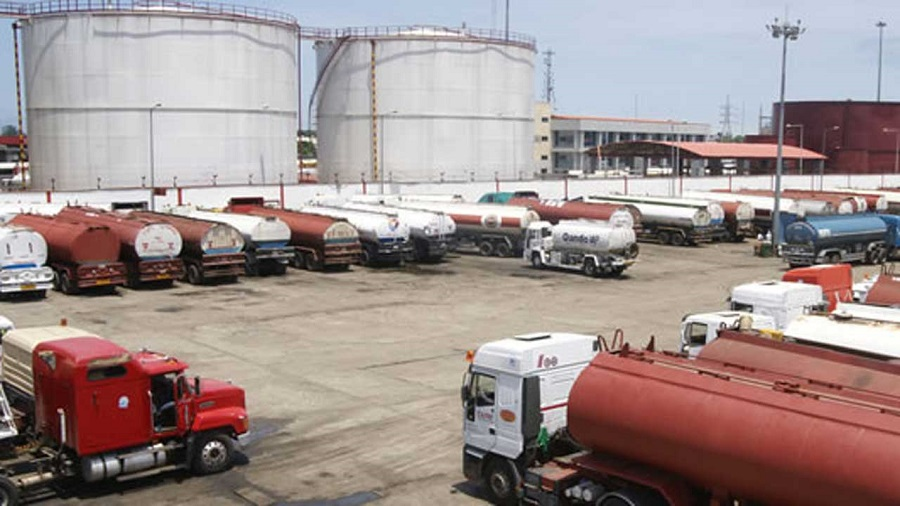 #EndSARS: IPMAN warns of looming fuel scarcity across the country, Update: Fuel scarcity looms as NUPENG directs Tanker drivers to withdraw services in Lagos